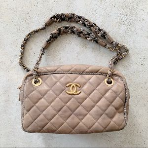 〰️ CHANEL Quilted Leather Tweed Chain Shoulder Bag